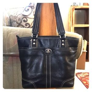 💕 Coach black leather medium tote nice 💕